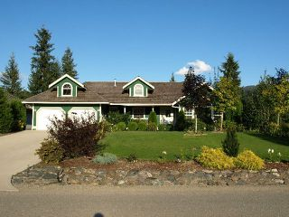 Photo 1: 2731 Golf Course Drive in Blind Bay: Shuswap Lake Estates Residential Detached for sale : MLS®# 9190048