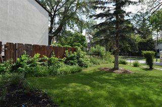 Photo 2: 553 Berwick Place in Winnipeg: Fort Rouge Residential for sale (1Aw)  : MLS®# 202017130
