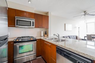 """Photo 4: 1211 9171 FERNDALE Road in Richmond: McLennan North Condo for sale in """"FULLERTON"""" : MLS®# R2497678"""
