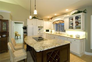 Photo 2: 2114 Lillooet Crescent in Kelowna: Other for sale : MLS®# 10003319