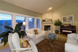 Photo 3: 2114 Lillooet Crescent in Kelowna: Other for sale : MLS®# 10003319