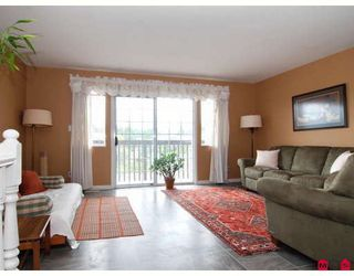 Photo 3: 8841 213A Place in Langley: Walnut Grove House for sale : MLS®# F2817601
