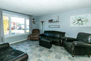 Photo 3: 4 HARROW Circle in Edmonton: Zone 35 House for sale : MLS®# E4178118