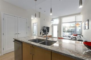 "Photo 8: 40 38 W 1ST Avenue in Vancouver: False Creek Townhouse for sale in ""THE ONE"" (Vancouver West)  : MLS®# R2429146"