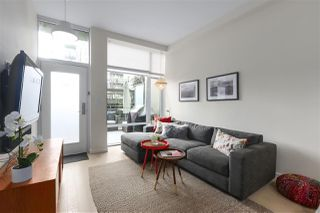"Photo 3: 40 38 W 1ST Avenue in Vancouver: False Creek Townhouse for sale in ""THE ONE"" (Vancouver West)  : MLS®# R2429146"