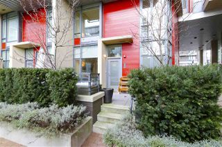 "Main Photo: 40 38 W 1ST Avenue in Vancouver: False Creek Townhouse for sale in ""THE ONE"" (Vancouver West)  : MLS®# R2429146"