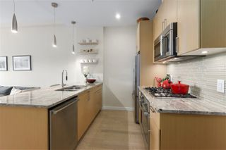 "Photo 7: 40 38 W 1ST Avenue in Vancouver: False Creek Townhouse for sale in ""THE ONE"" (Vancouver West)  : MLS®# R2429146"