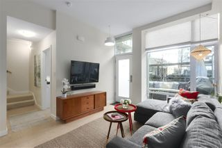 """Photo 3: 40 38 W 1ST Avenue in Vancouver: False Creek Townhouse for sale in """"THE ONE"""" (Vancouver West)  : MLS®# R2429146"""