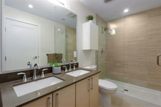 """Photo 15: 40 38 W 1ST Avenue in Vancouver: False Creek Townhouse for sale in """"THE ONE"""" (Vancouver West)  : MLS®# R2429146"""