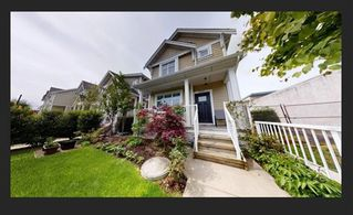 Photo 1: 5657 KILLARNEY Street in Vancouver: Collingwood VE Townhouse for sale (Vancouver East)  : MLS®# R2451426