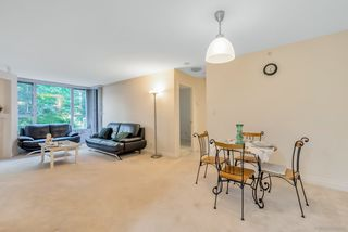 """Photo 4: 404 5615 HAMPTON Place in Vancouver: University VW Condo for sale in """"THE BALMORAL"""" (Vancouver West)  : MLS®# R2487690"""