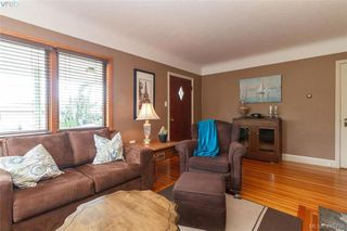 Photo 4: 260 Regina Avenue in VICTORIA: SW Tillicum Single Family Detached for sale (Saanich West)  : MLS®# 415756