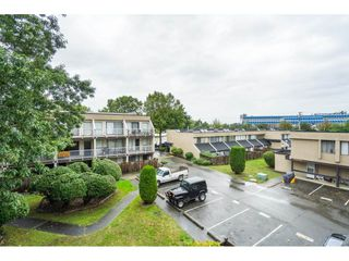 """Photo 2: 96 17716 60 Avenue in Surrey: Cloverdale BC Condo for sale in """"Clover Park Gardens"""" (Cloverdale)  : MLS®# R2405758"""
