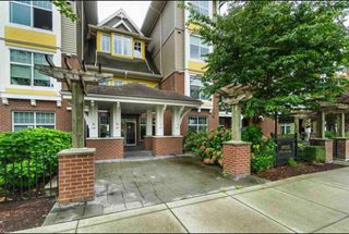 Main Photo: 308 17712 57A Avenue in Cloverdale: Condo for sale : MLS®# R2404076