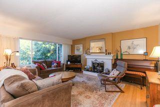 Photo 3: 4942 6 Avenue in Delta: Pebble Hill House for sale (Tsawwassen)  : MLS®# R2421712