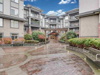Photo 1: 108 12020 207A STREET in Maple Ridge: Northwest Maple Ridge Condo for sale : MLS®# R2425243