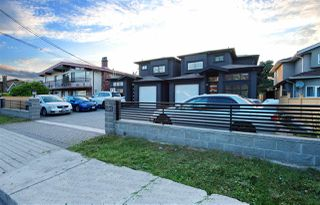Photo 2: 7295 10TH Avenue in Burnaby: Edmonds BE House 1/2 Duplex for sale (Burnaby East)  : MLS®# R2494629