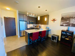 Photo 3: 404 2789 SHAUGHNESSY STREET in Port Coquitlam: Central Pt Coquitlam Condo for sale : MLS®# R2493095