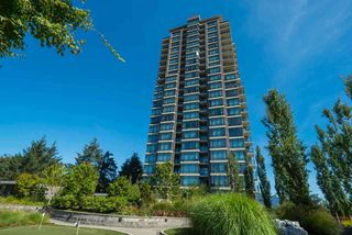 Photo 1: 404 2789 SHAUGHNESSY STREET in Port Coquitlam: Central Pt Coquitlam Condo for sale : MLS®# R2493095