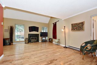 "Photo 2: 7403 TAMARIND Drive in Vancouver: Champlain Heights Townhouse for sale in ""THE UPLANDS"" (Vancouver East)  : MLS®# R2426145"