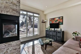 Photo 3: 142 12 Avenue NW in Calgary: Crescent Heights Row/Townhouse for sale : MLS®# C4290124