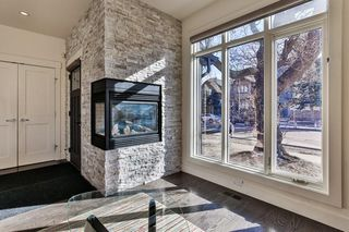 Photo 4: 142 12 Avenue NW in Calgary: Crescent Heights Row/Townhouse for sale : MLS®# C4290124