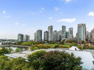 "Photo 8: 801 1383 MARINASIDE Crescent in Vancouver: Yaletown Condo for sale in ""COLUMBUS"" (Vancouver West)  : MLS®# R2504775"
