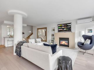 "Photo 2: 801 1383 MARINASIDE Crescent in Vancouver: Yaletown Condo for sale in ""COLUMBUS"" (Vancouver West)  : MLS®# R2504775"