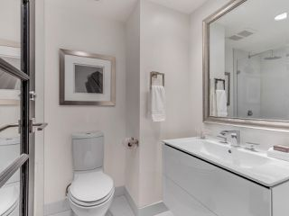 "Photo 23: 801 1383 MARINASIDE Crescent in Vancouver: Yaletown Condo for sale in ""COLUMBUS"" (Vancouver West)  : MLS®# R2504775"