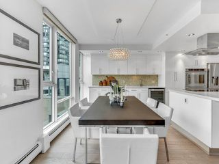"Photo 5: 801 1383 MARINASIDE Crescent in Vancouver: Yaletown Condo for sale in ""COLUMBUS"" (Vancouver West)  : MLS®# R2504775"