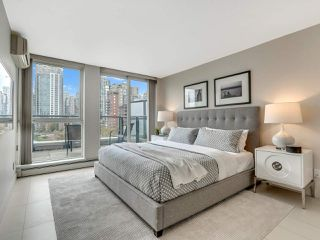 "Photo 16: 801 1383 MARINASIDE Crescent in Vancouver: Yaletown Condo for sale in ""COLUMBUS"" (Vancouver West)  : MLS®# R2504775"