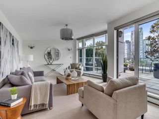 "Photo 27: 801 1383 MARINASIDE Crescent in Vancouver: Yaletown Condo for sale in ""COLUMBUS"" (Vancouver West)  : MLS®# R2504775"