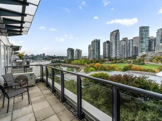 "Photo 18: 801 1383 MARINASIDE Crescent in Vancouver: Yaletown Condo for sale in ""COLUMBUS"" (Vancouver West)  : MLS®# R2504775"