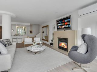 "Photo 3: 801 1383 MARINASIDE Crescent in Vancouver: Yaletown Condo for sale in ""COLUMBUS"" (Vancouver West)  : MLS®# R2504775"