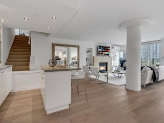 "Photo 13: 801 1383 MARINASIDE Crescent in Vancouver: Yaletown Condo for sale in ""COLUMBUS"" (Vancouver West)  : MLS®# R2504775"