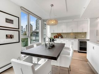 "Photo 12: 801 1383 MARINASIDE Crescent in Vancouver: Yaletown Condo for sale in ""COLUMBUS"" (Vancouver West)  : MLS®# R2504775"