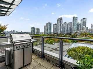 "Photo 7: 801 1383 MARINASIDE Crescent in Vancouver: Yaletown Condo for sale in ""COLUMBUS"" (Vancouver West)  : MLS®# R2504775"