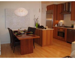 Photo 3: 1427 W 11TH Avenue in Vancouver: Fairview VW Townhouse for sale (Vancouver West)  : MLS®# V656787