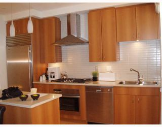 Photo 4: 1427 W 11TH Avenue in Vancouver: Fairview VW Townhouse for sale (Vancouver West)  : MLS®# V656787