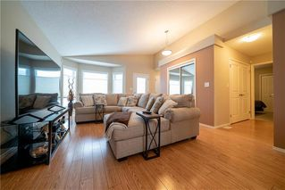 Photo 2: 63 Twickenham Circle in Winnipeg: River Park South Residential for sale (2F)  : MLS®# 202000932
