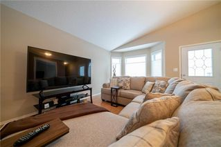 Photo 3: 63 Twickenham Circle in Winnipeg: River Park South Residential for sale (2F)  : MLS®# 202000932
