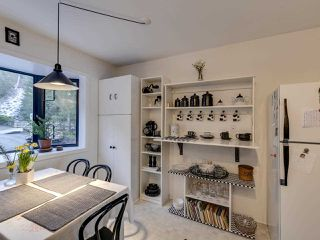 Photo 11: 438 CROSSCREEK Road: Lions Bay Townhouse for sale (West Vancouver)  : MLS®# R2434548