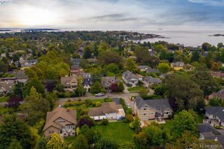 Main Photo: 562 Falkland Road in VICTORIA: OB South Oak Bay Single Family Detached for sale (Oak Bay)  : MLS®# 426836