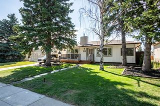 Photo 2: 4611 FORMAN Crescent SE in Calgary: Forest Heights Detached for sale : MLS®# A1024854