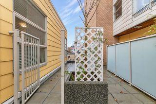 Photo 21: 204 240 Cook St in : Vi Fairfield West Condo for sale (Victoria)  : MLS®# 860364