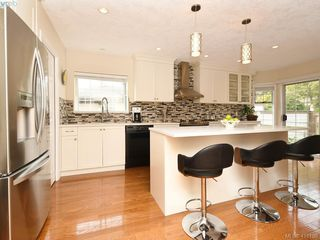 Photo 3: 5 901 Kentwood Lane in VICTORIA: SE Broadmead Row/Townhouse for sale (Saanich East)  : MLS®# 825659