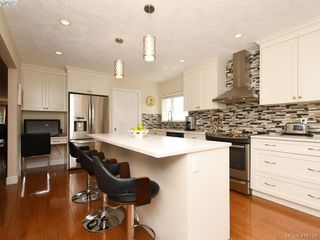 Photo 4: 5 901 Kentwood Lane in VICTORIA: SE Broadmead Row/Townhouse for sale (Saanich East)  : MLS®# 825659