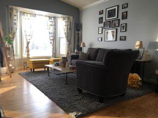 Photo 3: 32 DAYTON Crescent: St. Albert House for sale : MLS®# E4176695