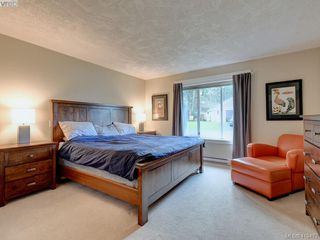 Photo 13: 3979 Blue Ridge Place in VICTORIA: SW Strawberry Vale Single Family Detached for sale (Saanich West)  : MLS®# 419472