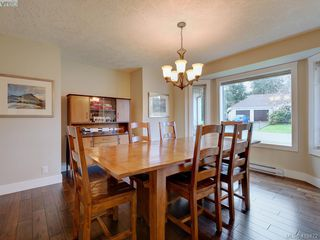 Photo 4: 3979 Blue Ridge Place in VICTORIA: SW Strawberry Vale Single Family Detached for sale (Saanich West)  : MLS®# 419472
